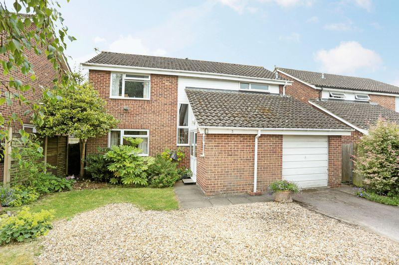 4 Bedrooms Detached House for sale in Devizes, Wiltshire, SN10 5BD