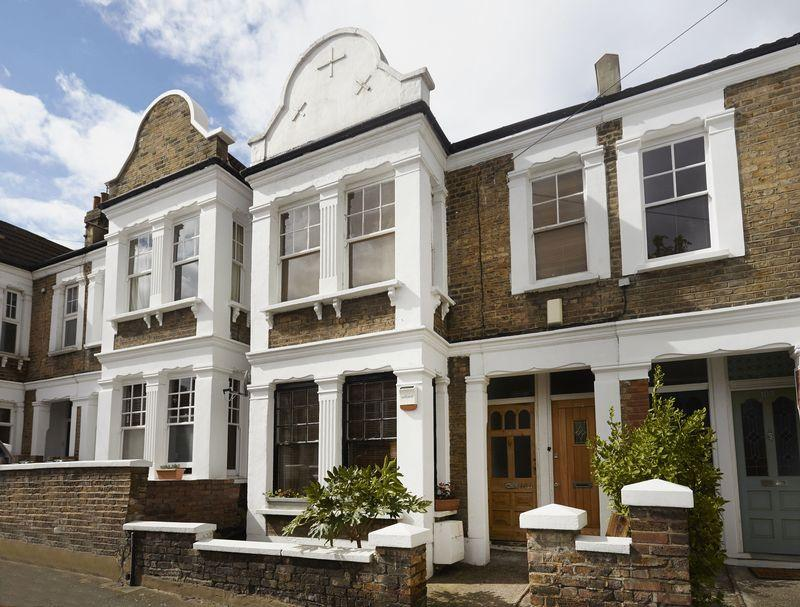 2 Bedrooms Apartment Flat for sale in Eastcombe Avenue, Charlton
