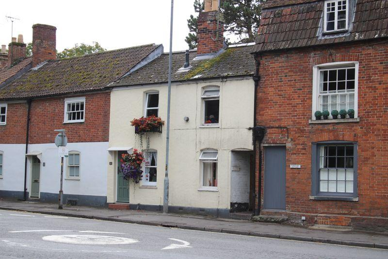 1 Bedroom Terraced House for sale in South View Court, Devizes