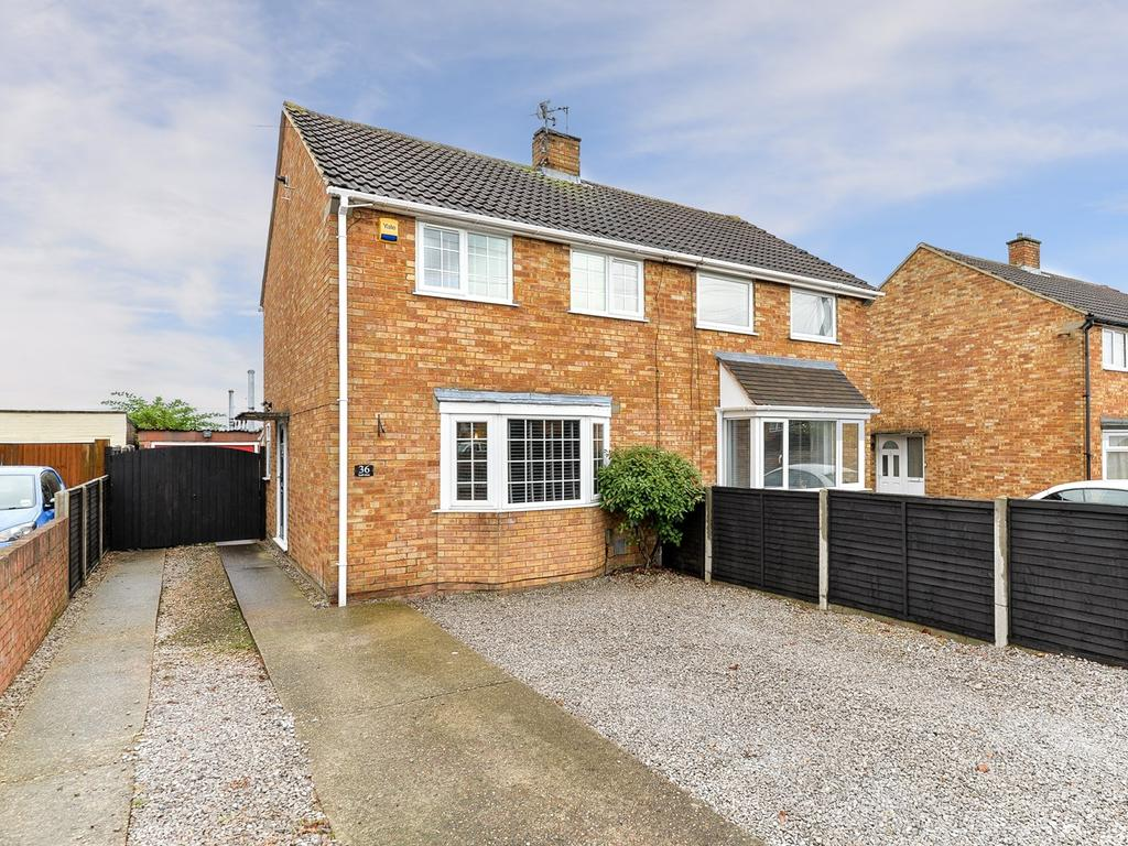 2 Bedrooms Semi Detached House for sale in Lyall Close, Flitwick, MK45