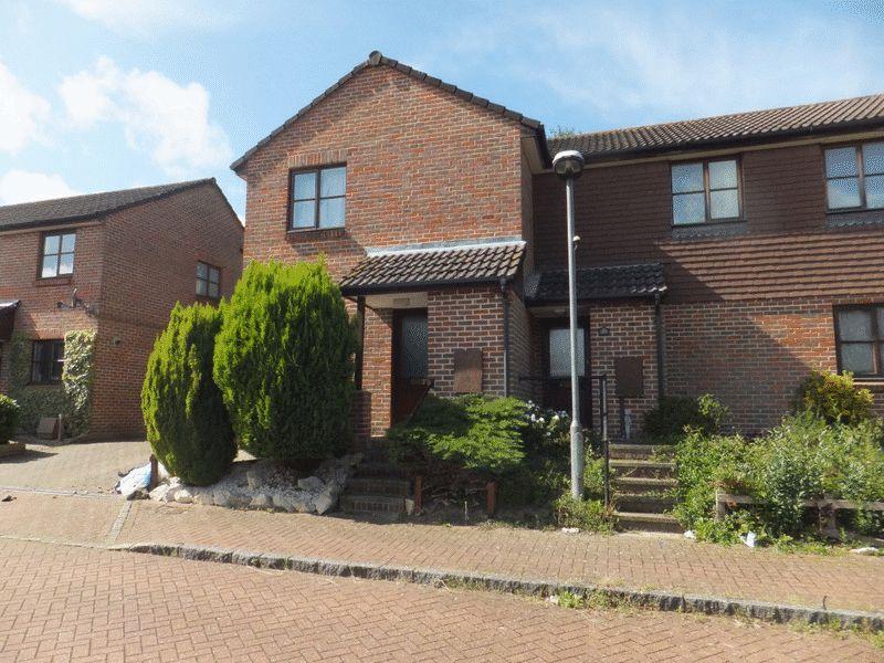 2 Bedrooms Semi Detached House for sale in Saxon Close, Sevenoaks