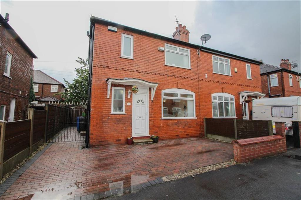 3 Bedrooms Semi Detached House for sale in Bispham Avenue, Stockport