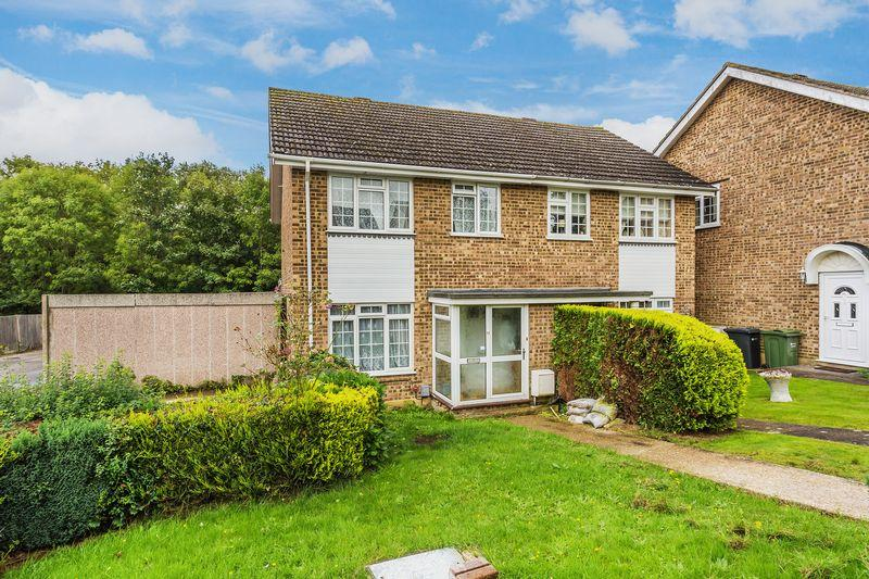 3 Bedrooms Semi Detached House for sale in Chittys Walk, Guildford