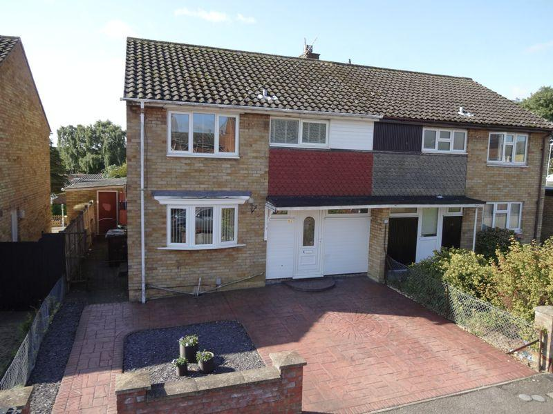 3 Bedrooms Semi Detached House for sale in Gunthorpe Place, Corby