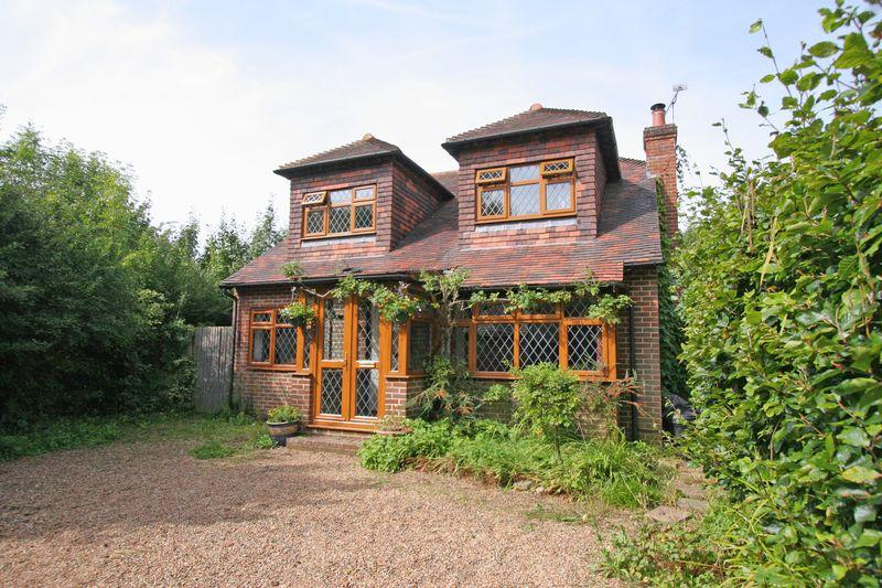 4 Bedrooms Detached House for sale in ****REDUCED*** Shoreham Road, Henfield