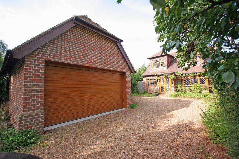 4 Bedrooms Detached House for sale in Shoreham Road, Henfield