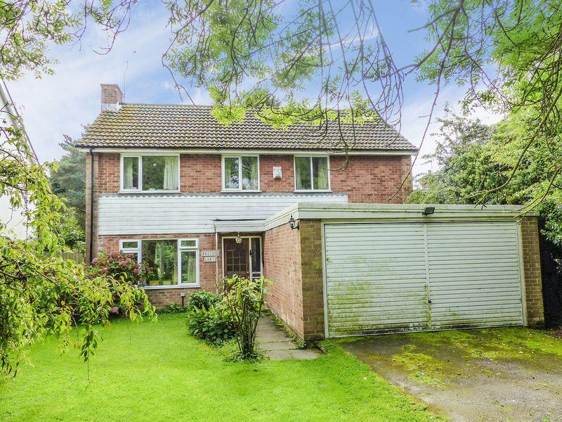 4 Bedrooms Detached House for sale in Bovingdon Green, Marlow