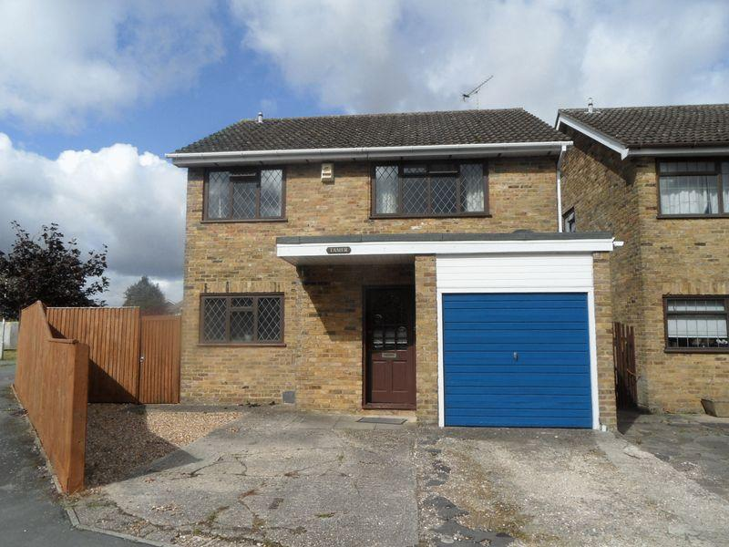 4 Bedrooms Detached House for sale in STOKENCHURCH - four bedroom detached house, No onward chain