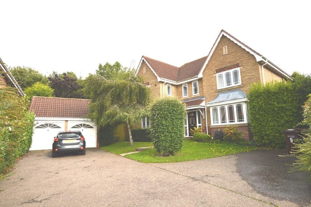 4 Bedrooms Detached House for sale in Brunwyn Close, Bury St. Edmunds