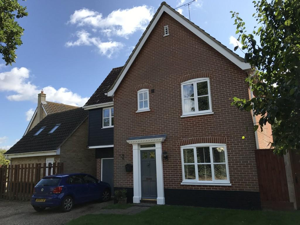 4 Bedrooms Detached House for sale in Cranesbill Drive, Bury St. Edmunds