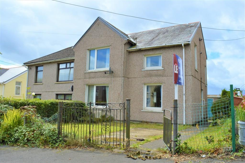 3 Bedrooms Semi Detached House for sale in Beech Drive, Hengoed