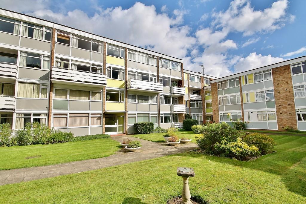 2 Bedrooms Apartment Flat for sale in Woking, Surrey