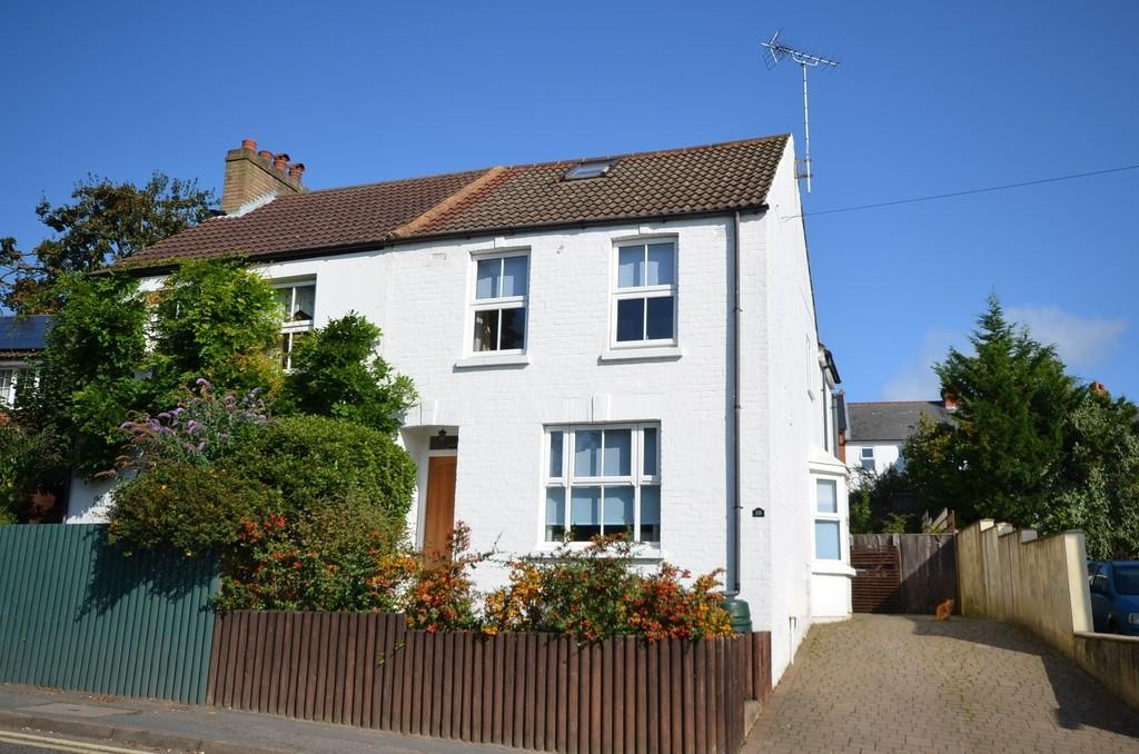2 Bedrooms Semi Detached House for sale in Alma Lane, Farnham