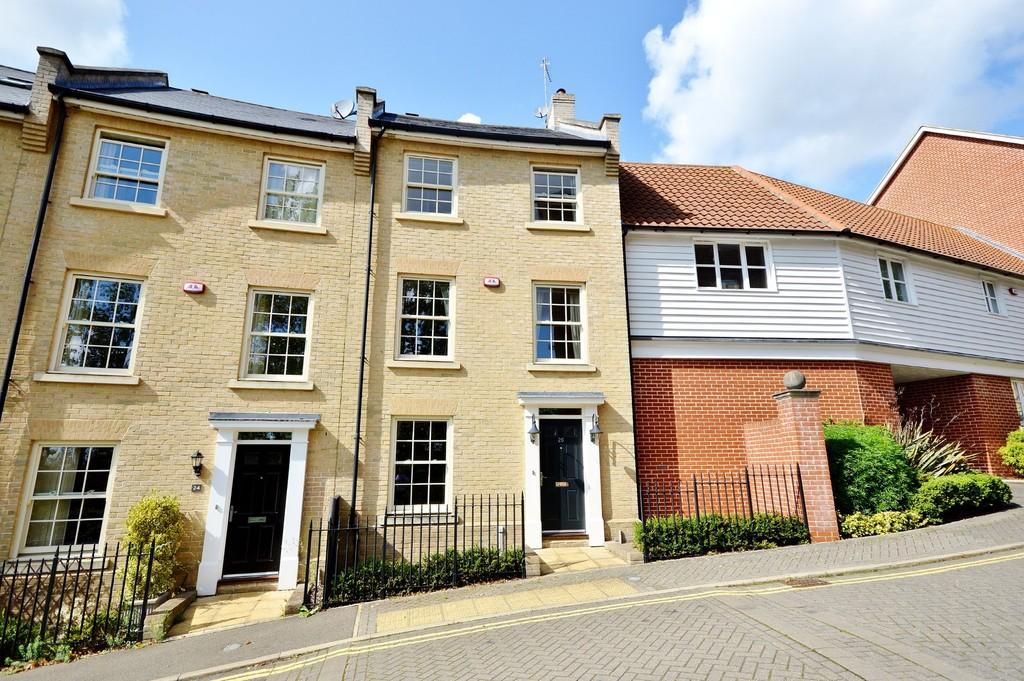 5 Bedrooms Town House for sale in Groves Close, Colchester