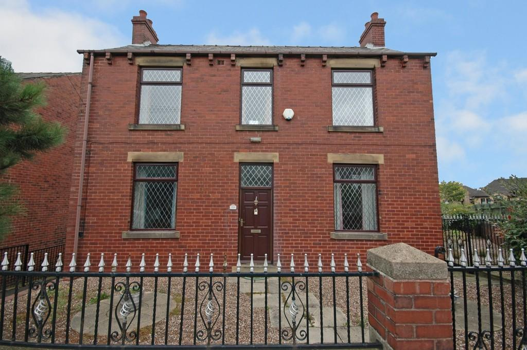 2 Bedrooms Detached House for sale in Slaithwaite Road, Dewsbury