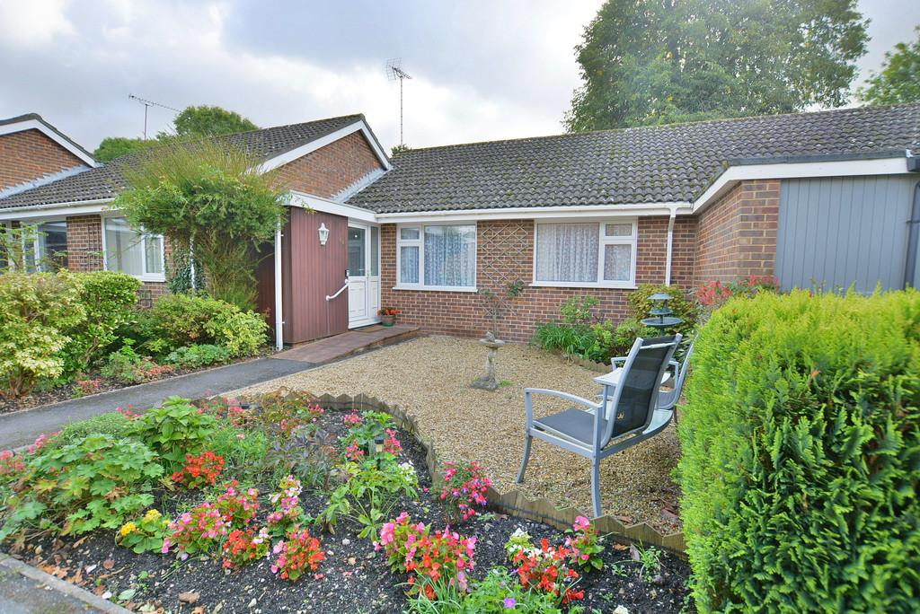2 Bedrooms Semi Detached Bungalow for sale in Kingsfield, Ringwood
