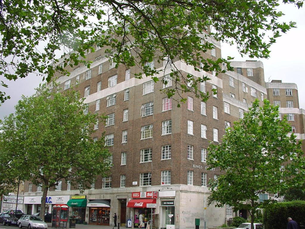 1 Bedroom Flat for sale in Kings Court, Hamlet Gardens, Hammersmith, London w6