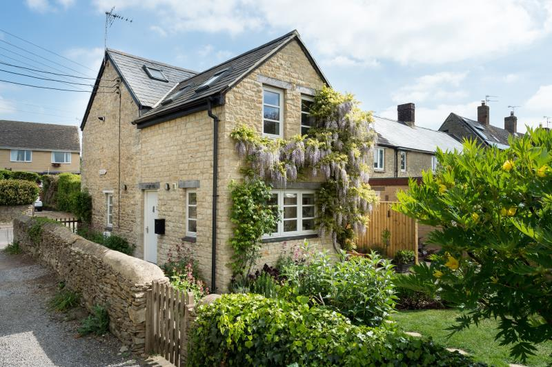 3 Bedrooms Semi Detached House for sale in Nethercote Road, Tackley, Kidlington, Oxfordshire