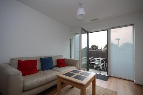 2 bedroom flat to rent - Westway, East Acton, W12 0QJ