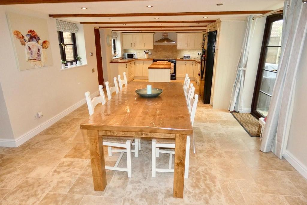 5 Bedrooms Detached House for sale in The Street, Holywell Row