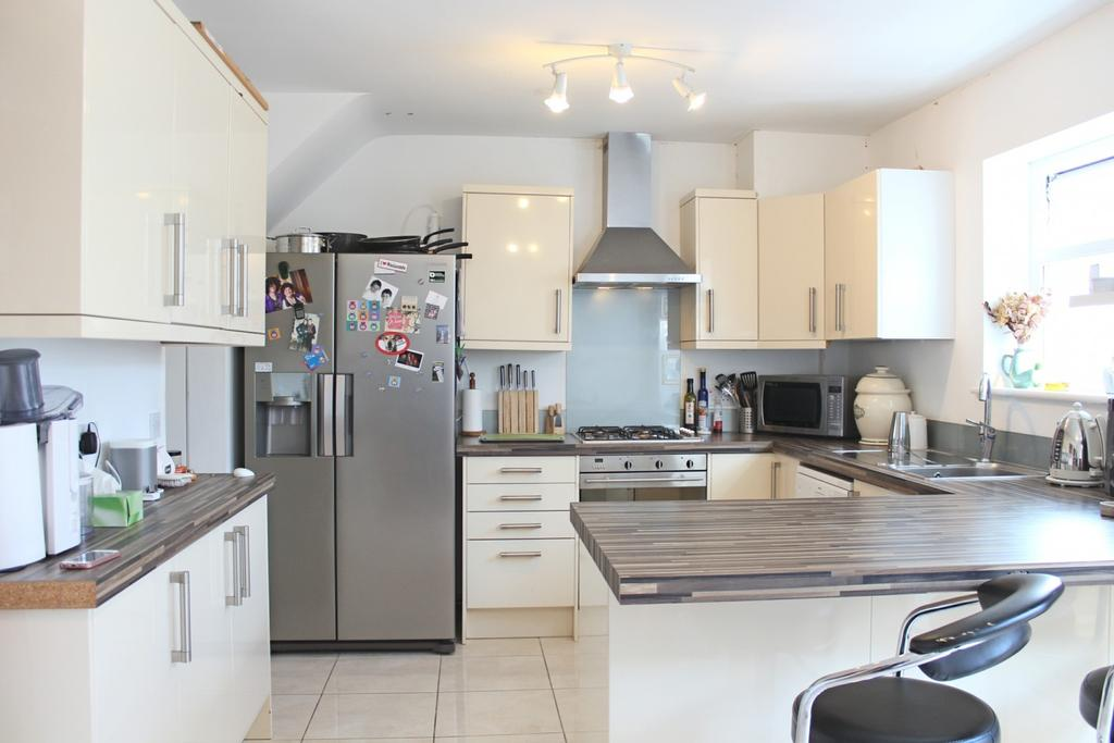 2 Bedrooms House for sale in Seymour Park Road
