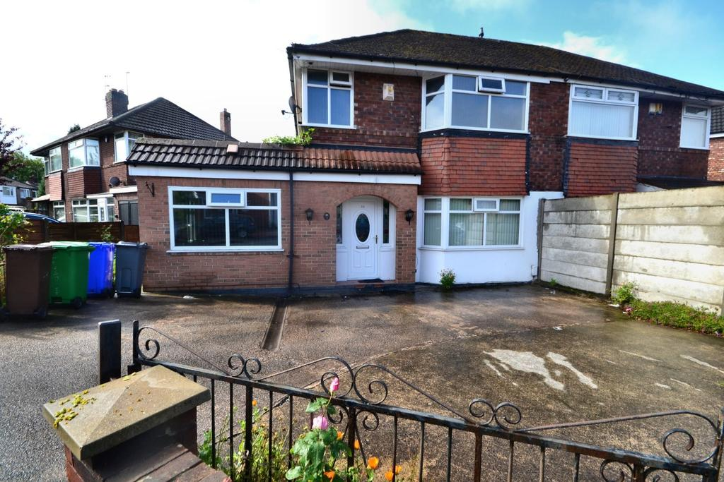 3 Bedrooms Semi Detached House for sale in Moorton Avenue, Burnage