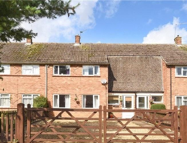 3 Bedrooms House for sale in Hyde Road, Roade, Northampton, Northamptonshire