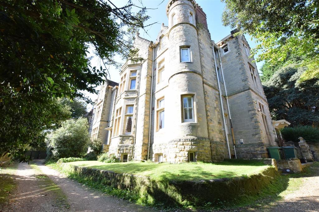 2 Bedrooms Flat for sale in Highlands Gardens, St. Leonards-On-Sea