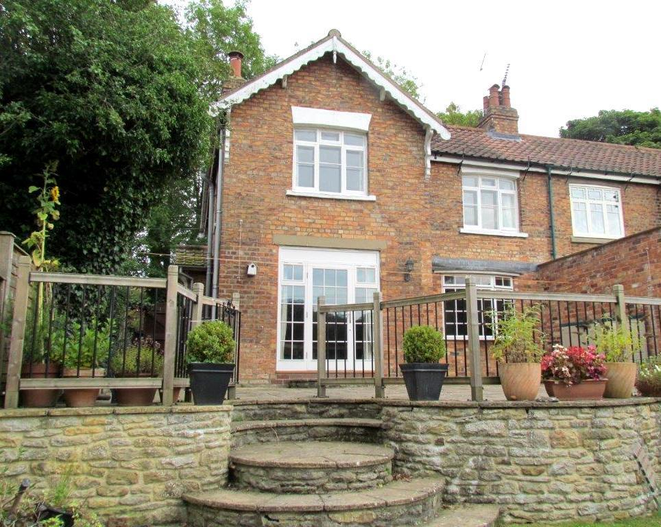 4 Bedrooms Semi Detached House for sale in Moor Lane, Sinnington, York