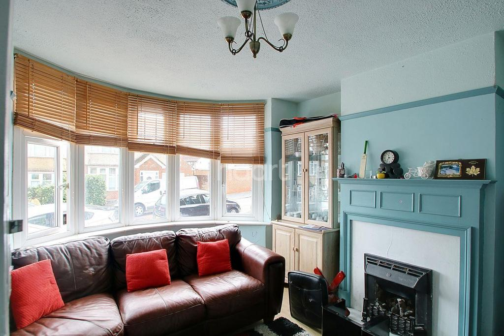 3 Bedrooms Semi Detached House for sale in Seymour Road