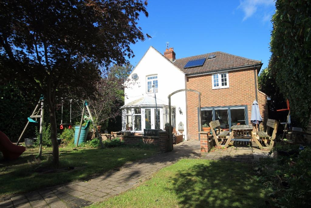 4 Bedrooms Detached House for sale in Glen Road, Hindhead
