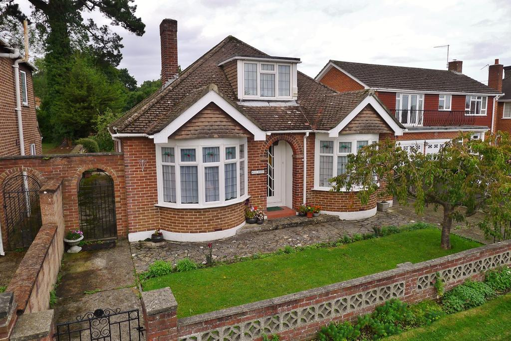 3 Bedrooms Detached Bungalow for sale in BLACKBROOK PARK AVENUE, FAREHAM
