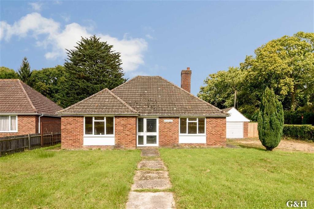3 Bedrooms Detached Bungalow for sale in Bromley Green Road, Ruckinge, Kent
