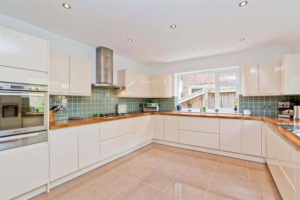 4 Bedrooms Semi Detached House for sale in Highbank, Westdene, Brighton