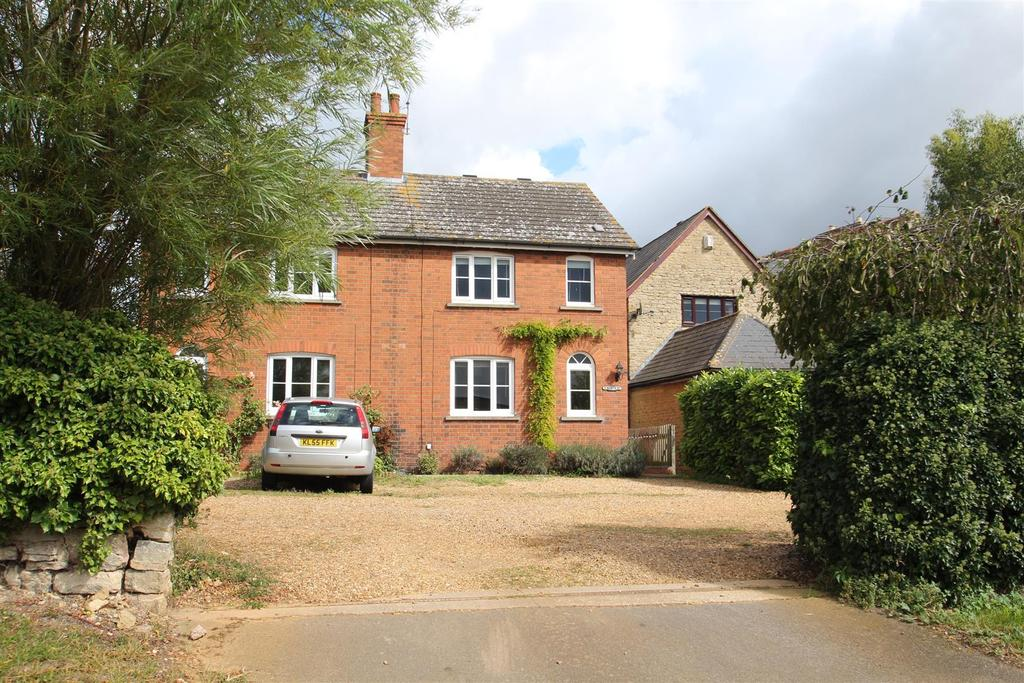 2 Bedrooms Semi Detached House for sale in North Street, Castlethorpe, Milton Keynes