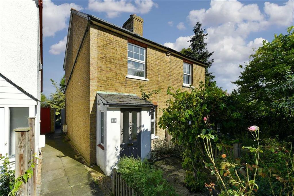 2 Bedrooms Semi Detached House for sale in Bramble Walk, Epsom, Surrey