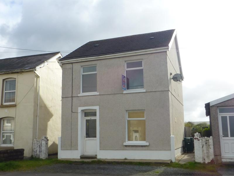 3 Bedrooms Detached House for sale in Brynamman Road, Brynamman, Ammanford, Carmarthenshire.