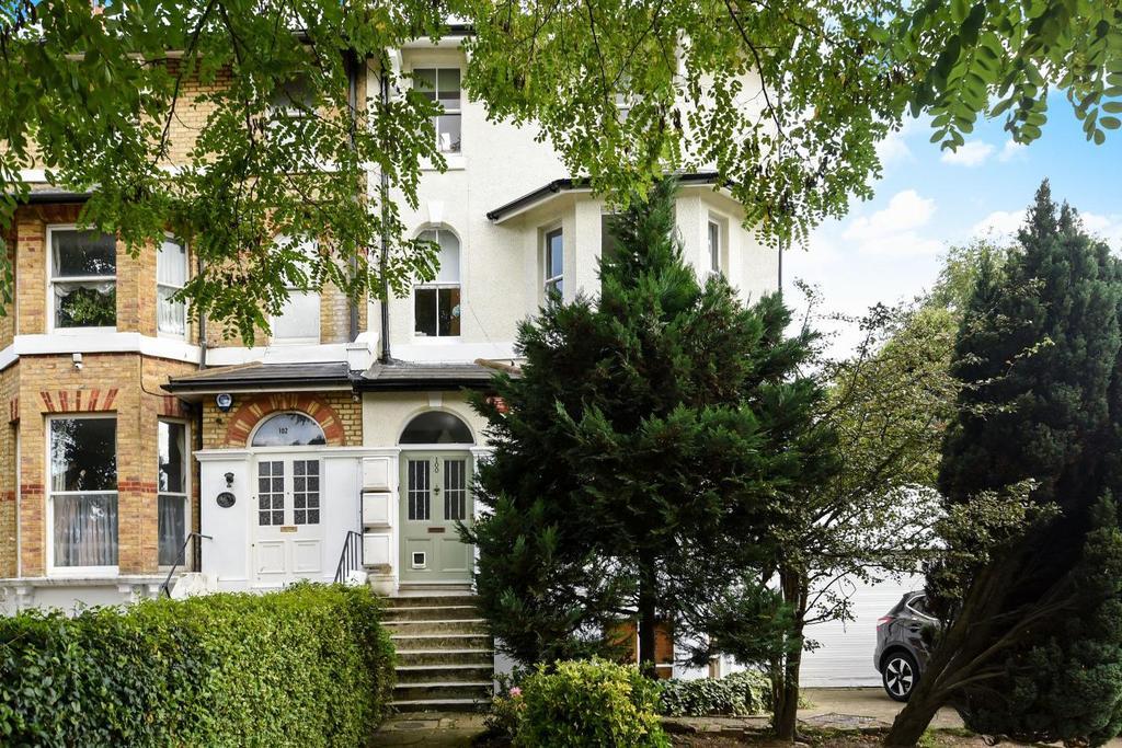 3 Bedrooms Flat for sale in Hervey Road, Blackheath