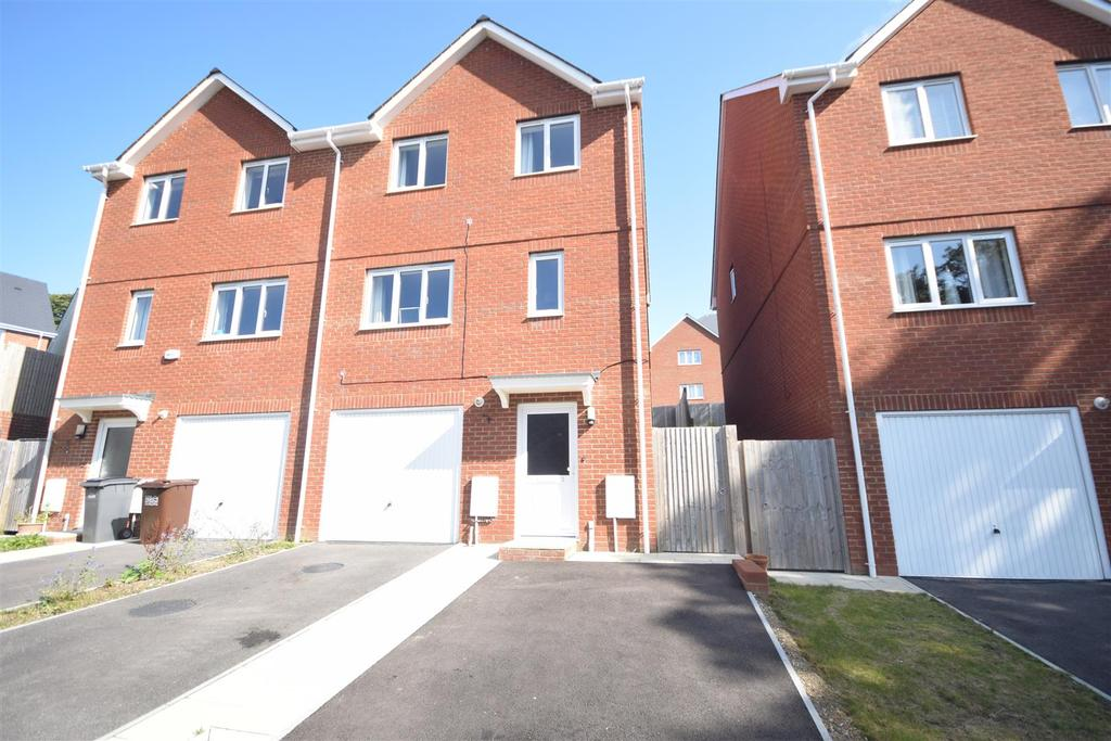 3 Bedrooms Semi Detached House for sale in Beynon Way, Hastings