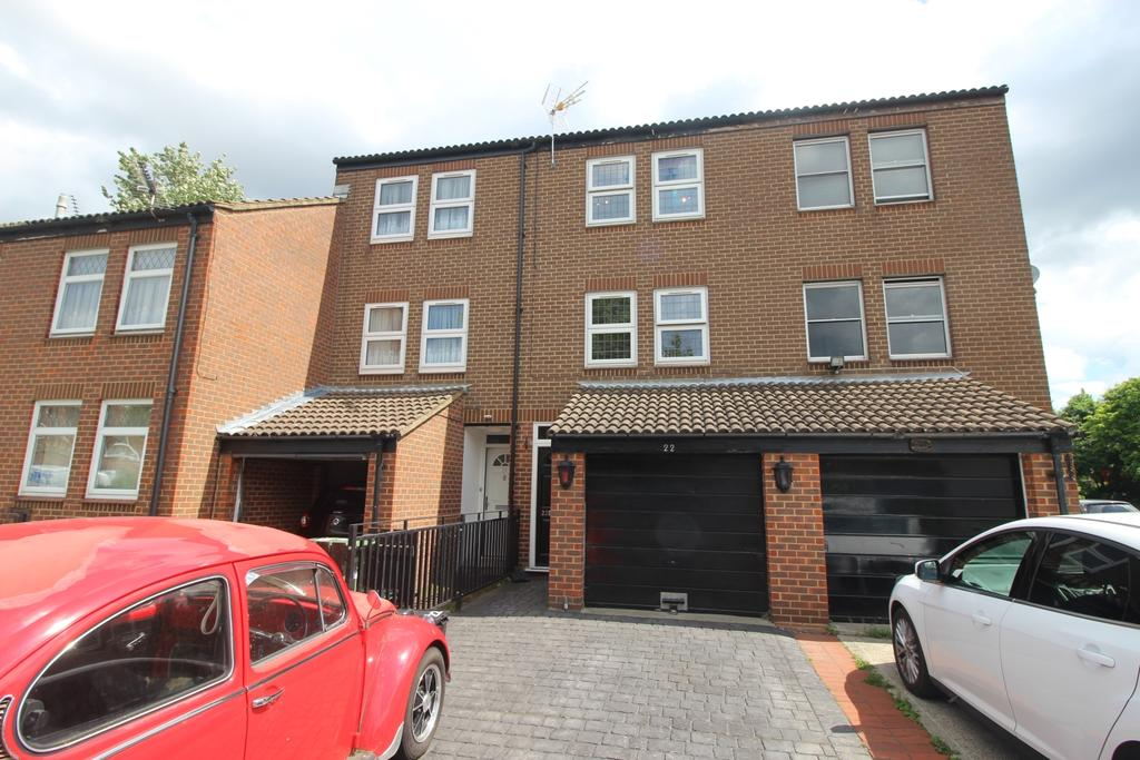 4 Bedrooms Terraced House for sale in Curlew Close London SE28