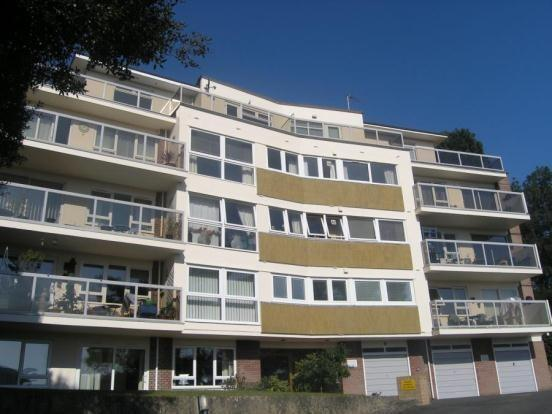 2 Bedrooms Flat for rent in Branksome Wood Road, Bournemouth