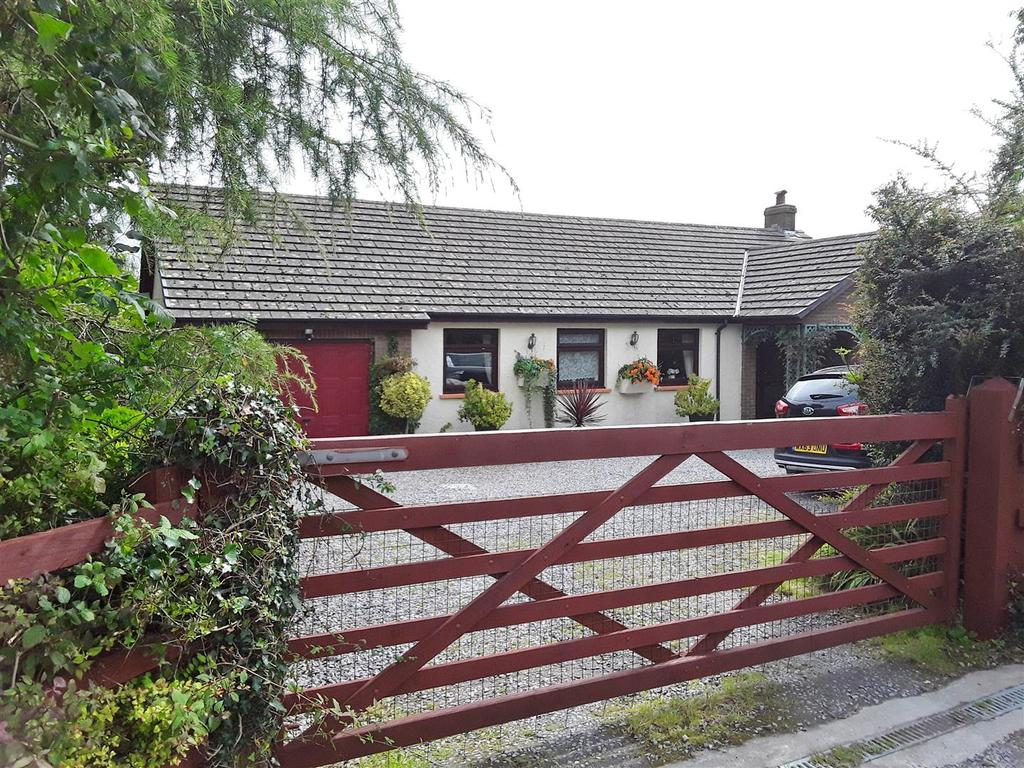 3 Bedrooms Detached Bungalow for sale in Foelgastell, Llanelli