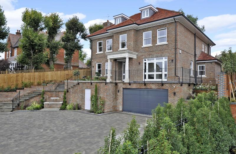 6 Bedrooms Detached House for sale in Fort Road, Guildford