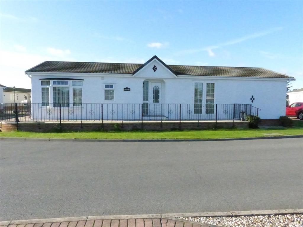 2 Bedrooms Park Home Mobile Home for sale in Kings Park , Creek Road, Canvey Island