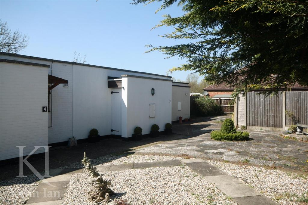 1 Bedroom Bungalow for sale in Netherfield Court, Stanstead Abbotts
