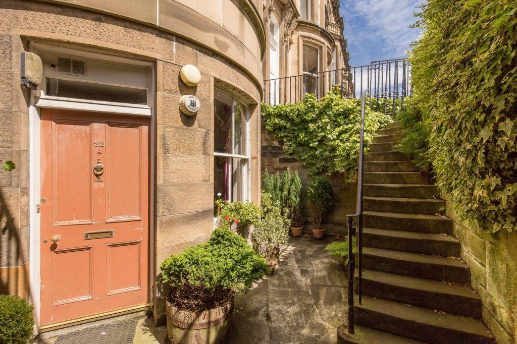 3 Bedrooms Ground Flat for sale in 22A Learmonth Terrace, EDINBURGH, EH4 1PG