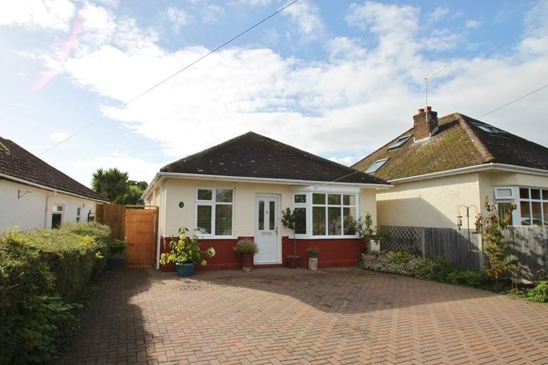 3 Bedrooms Detached Bungalow for sale in Hayes Lane, Wimborne