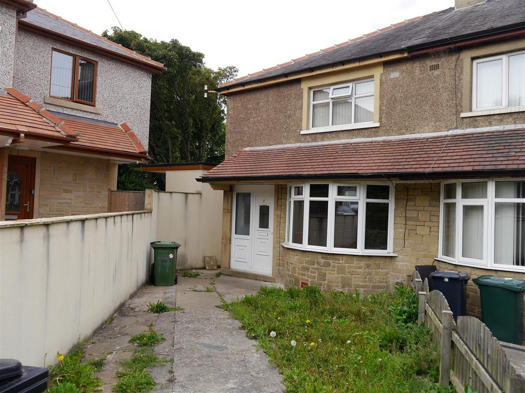 3 Bedrooms Town House for sale in St. Matthews Road, Bankfoot, Bradford, BD5 9AB