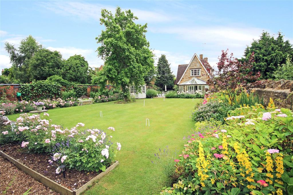 4 Bedrooms Detached House for sale in Wellingborough Road, Mears Ashby, Northamptonshire, NN6