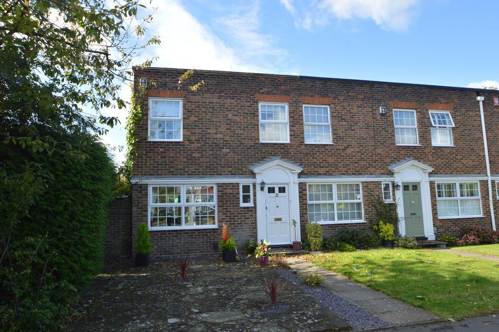 3 Bedrooms End Of Terrace House for sale in Hanover Walk, Weybridge, Surrey, KT13